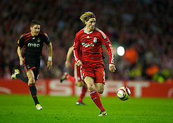 LIVERPOOL, ENGLAND - Thursday, April 8, 2010: Liverpool's Fernando Torres charges towards the Sport Lisboa e Benfica goal on his way to scoring his second goal, his side's fourth, during the UEFA Europa League Quarter-Final 2nd Leg match at Anfield. (Photo by: David Rawcliffe/Propaganda)