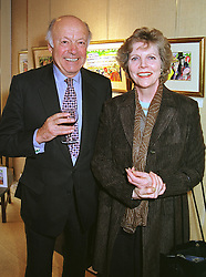 SIR KERRY & LADY ST.JOHNSTON at an exhibition in London on 27th September 1999.MWT 13