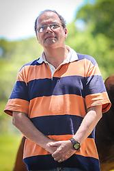 Retrato do médico obstetra  Dr. Ricardo Herbert Jones, 57, em seu sítio em Belem Velho, zona sul da capital gaúcha. Jones, um dos principais nomes defensores do parto humanizado, teve aplicada a pena de cassação do exercício profissional pelo Cremers - Conselho Regional de Medicina no Rio Grande do Sul, acusado de cometer delito ético ao atender parto em local e condições inadequadas colocando em risco a saúde e a vida da parturiente e do concepto em dois casos que levaram ao óbito pacientes que havia atendido - um no ano 2000, que resultou na morte da mãe e do bebê, e outro em 2010, em que morreu o bebê, e levou o médico a ter seu CRM (registro profissional nº 14.502) cassado. A decisão causou grande revolta nos ativistas que defendem a humanização do parto, que lançaram a campanha #EuApoioRicJones. Foto: Gustavo Roth / Agência Preview