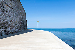 THEMENBILD - Porec ist eine Stadt an der Westkueste von der kroatischen Halbinsel Istrien, im Bild eine Strandpromenade. Aufgenommen am 12. April 2017 // Porec is a town on the western coast of the Croatian peninsula Istria, This picture shows a boardwalk, Porec, Croatia on 2017/04/12. EXPA Pictures © 2017, PhotoCredit: EXPA/ Sebastian Pucher