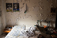 L'Aquila, Italia - 30 marzo  2013. Palazzi distrutti dal terremoto del 6 aprile 2009 nel centro del capoluogo abruzzese. Sono centinaia e centinaia gli edifici sventrati dal sisma. L'Aquila appare come una città immobile con le ferite ancora aperte..Ph. Roberto Salomone Ag. Controluce