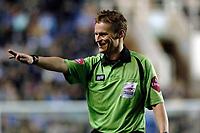 Photo: Daniel Hambury.<br />Reading v Luton Town. Coca Cola Championship.<br />03/12/2005.<br />Referee M.J. Jones.