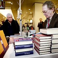 Nederland, Amsterdam , 6 maart 2010..Schrijver Remco Campert tijdens de signeersessies in de Bijenkorf voorafgaande aan de Boekenweek 2010..Foto:Jean-Pierre Jans