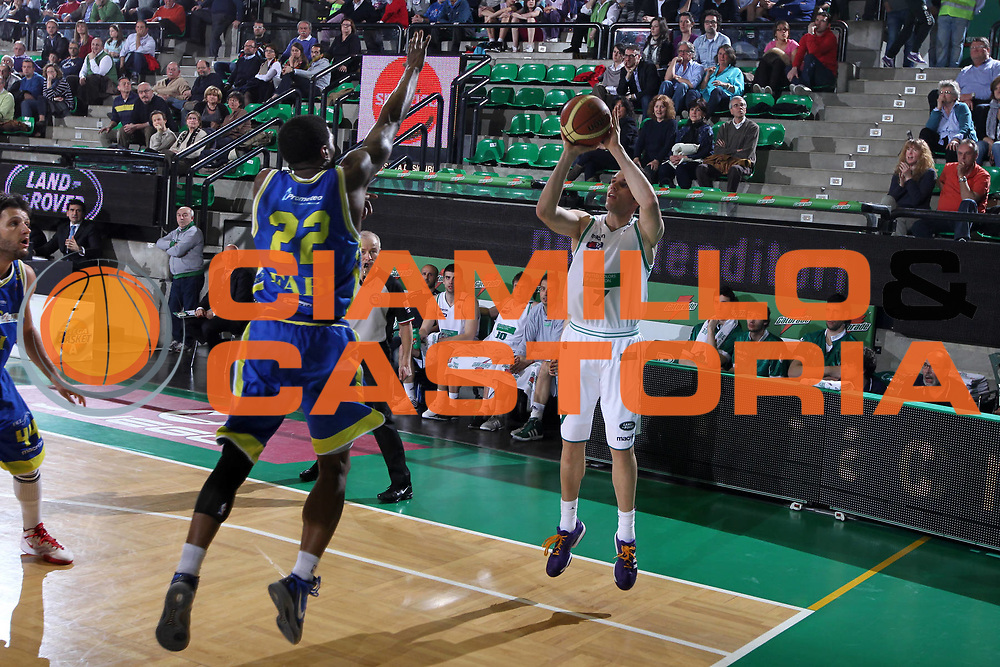 DESCRIZIONE : Treviso Lega A 2011-12 Benetton Treviso Fabi Shoes Montegranaro<br /> GIOCATORE : Sani Becirovic<br /> SQUADRA : Benetton Treviso Fabi Shoes Montegranaro<br /> EVENTO : Campionato Lega A 2011-2012 <br /> GARA : Benetton Treviso Fabi Shoes Montegranaro<br /> DATA : 24/03/2012<br /> CATEGORIA : Tiro<br /> SPORT : Pallacanestro <br /> AUTORE : Agenzia Ciamillo-Castoria/G.Contessa<br /> Galleria : Lega Basket A 2011-2012 <br /> Fotonotizia : Treviso Lega A 2011-12 Benetton Treviso Fabi Shoes Montegranaro<br /> Predfinita :
