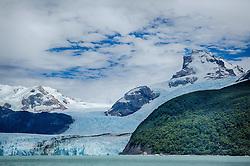 A geleira Perito Moreno é um glaciar Argentino que se estende desde o campo de gelo Patagônico Sul, na fronteira entre Argentina e Chile, até o braço sul do Lago Argentino, possuindo cinco quilômetros de largura e 60 metros de altura. O glaciar é considerado uma das reservas de água doce mais importantes do mundo. FOTO: Jefferson Bernardes/ Agência Preview