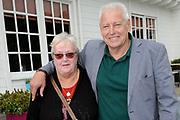 Boekpresentatie Andre Hazes en ik, de biografie over Andre Hazes door oud-manager en -bodyguard Jos van Zoelen in Andrés vroegere stamkroeg De Plashoeve - Vinkeveen.<br /> <br /> Op de foto:   Piet Schrijvers en partner