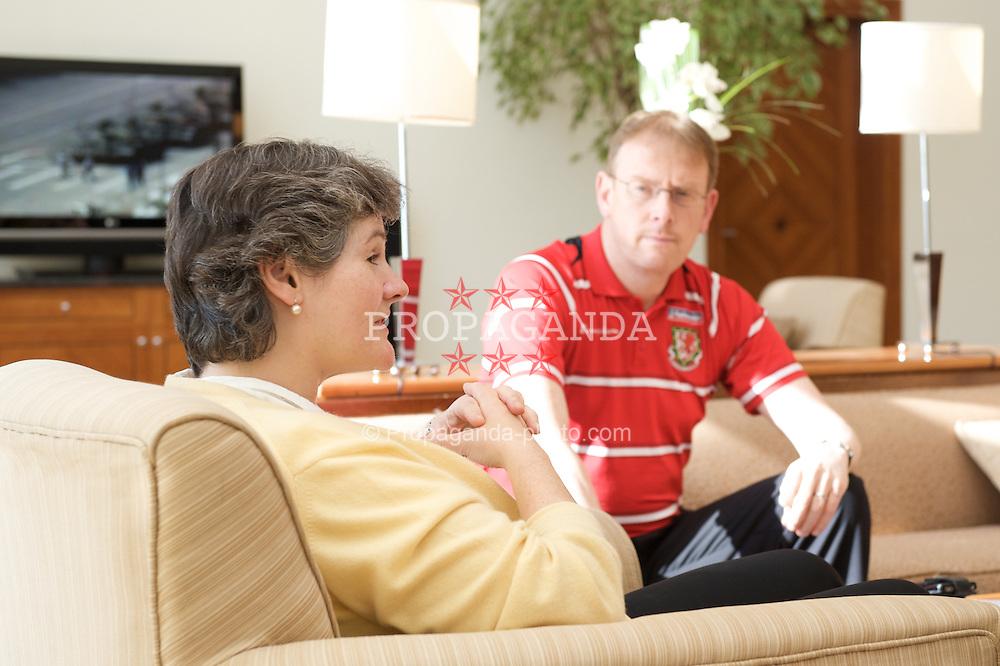 BAKU, AZERBAIJAN - Thursday, June 4, 2009: Dr.Carolyn Browne, the British Ambassador to Azerbaijan meets Wales' head of international affairs Mark Evans ahead of the 2010 FIFA World Cup Qualifying Group 4 match. (Pic by David Rawcliffe/Propaganda)