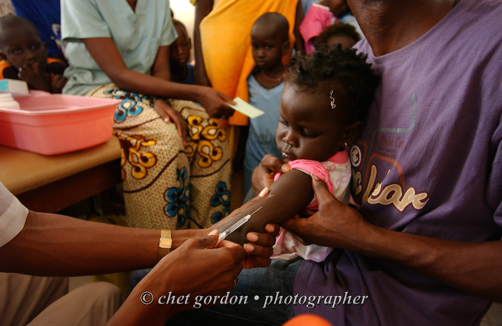 KAOLACK, SENEGAL.  Inoculations at the Shifa Al Asqam Clinic in Kaolack, Senegal on Wednesday, November 1, 2006.   © Chet Gordon/ THE IMAGE WORKS