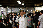 Marine Soldat der koreanischen Streitkraefte beim telefonieren am Express Bus Terminal im Zentrum der koreanischen Hauptstadt Seoul. <br /> <br /> Marine of the korean forces talking with his mobile phone at the Express Bus Terminal in the city center of the Korean capital Seoul.