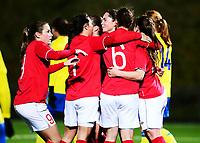 Fotball , 30. oktober 2013 , Privat kamp kvinner U23 , Norge- Sverige<br /> U23 Norway - Sweden<br /> Oda Fugelsnes (midten) , Norge har scoret og jubler med blant annet Emilie Bosshard Håvi (9) , Norge