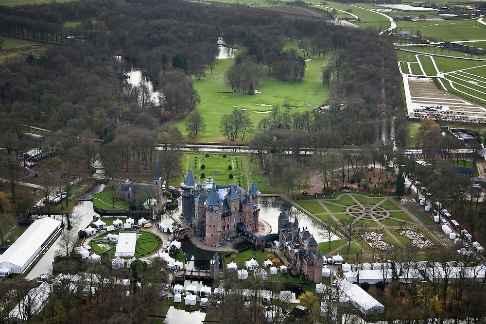 Nederland, Utrecht, Haarzuilens, 25-11-2008; evenement en beurs bij kasteel de Haar, gehuisvest in tentenevent and exhibition at Chateau de Haar, housed in tents;.kasteel de Haar, eigendom van de baron Van Zuylenoorspronkelijk bevond zich hier het middeleeuwse huis De Haar, later in verval geraakt (ruines)het huidige kasteel is tussen 1892 tot 1912 gebouwd na een ontwerp van architect P. Cuyperstijdens de (her)bouw is ook het omliggende Engelse landschapspark aangelegde (dit landgoed nu in beheer bij Natuurmonumenten) evenals de formele (Franse) stijltuinChateau de Haar, owned by the Baron van Zuylen, originally was a medieval housethe present castle was built between 1892 to 1912 after a design by architect P. Cuypers, during the (re) building the surrounding park in English Landscape style has been createdheritage, history, finally, literature, Belle van Zuylencultuurgoed, geschiedenis, slot, literatuur, Belle Van Zuylen .  .luchtfoto (toeslag)aerial photo (additional fee required).foto Siebe Swart / photo Siebe Swart