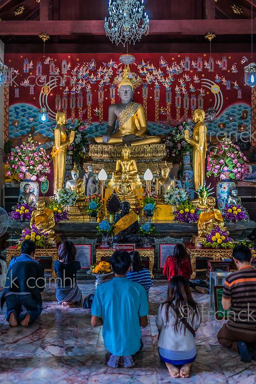 Bangkok, Thailand - December 29, 2013: people praying to buddha altar Wat Yai Chai Mongkhon Ayutthaya in Bangkok, Thailand on december 29th, 2013