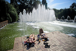© Licensed to London News Pictures. 13/09/2016. London, UK. Members of the public cool off in front of fountains at Battersea Park, South London, on what is expected to be one of the warmest September days on record.  Photo credit: Ben Cawthra/LNP