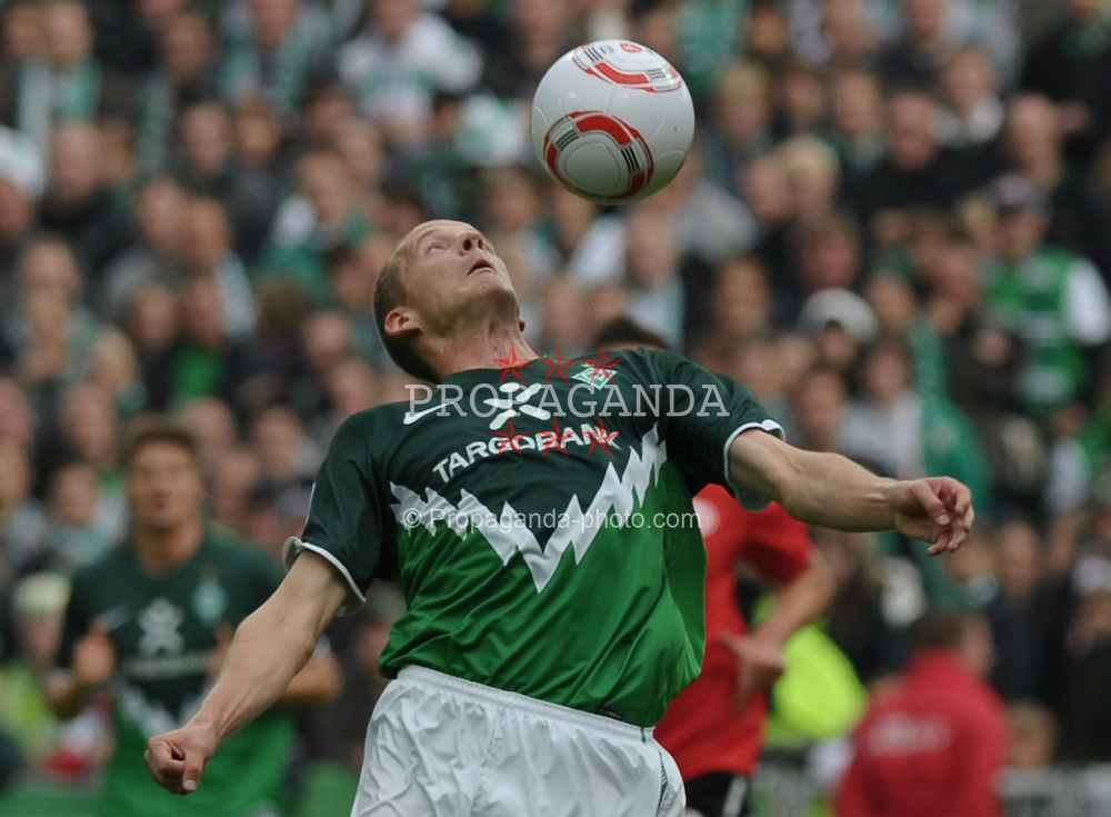 18.09.2010, Weserstadion, Bremen, GER, 1. FBL, Werder Bremen vs 1. FSV Mainz 05, im Bild Petri Pasanen (Bremen #3)   EXPA Pictures © 2010, PhotoCredit: EXPA/ nph/  Frisch+++++ ATTENTION - OUT OF GER +++++