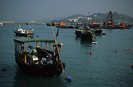 Hong Kong. junks on the island of  Cheng Chau       /  jonques sur líÓle  /  Cheng Chau island  /   jonques sur líile Cheng Chau Hong?Kong  Cheng Chau      /  R94/    L1104  /  R00094  /  P0001943