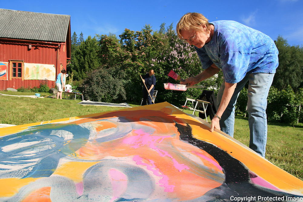 Workshop i Big painting på Haverneset i Selbu,  og MayGunn Erl. Riis. Foto: Bente Haarstad