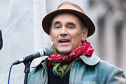 London, November 28th 2015. As Prime Minister David Cameron pushes for Parliament to vote to allow aerial strikes against Islamic State targets in Syria, Britain's Stop The War Coalition and thousands of anti-war protesters demonstrate outside Downing Street. PICTURED:   Actor Mark Rylance speaks to the crowd. //// FOR LICENCING CONTACT: paul@pauldaveycreative.co.uk TEL:+44 (0) 7966 016 296 or +44 (0) 20 8969 6875. ©2015 Paul R Davey. All rights reserved.