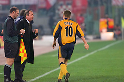 ROME, ITALY - Thursday, February 15, 2001: Liverpool's Michael Owen celebrates his goal against AS Roma with manager Gerard Houllier during the UEFA Cup 4th Round 1st Leg match at the Stadio Olimpico. (Pic by David Rawcliffe/Propaganda)