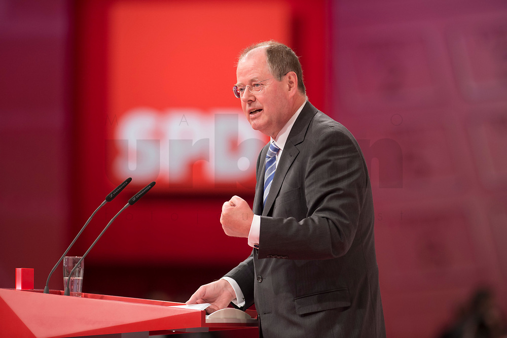 14 APR 2013,AUGSBURG/GERMANY:<br /> Peer Steinbrueck, SPD Kanzlerkandidat, haelt eine Rede, a.o. SPD Bundesparteitag, Messe Augsburg<br /> IMGE: 20130414-01-270<br /> KEYWORDS: Parteitag, party congress, Peer Steinbrück, Logo