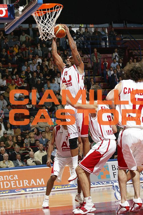 DESCRIZIONE : Milano Eurolega 2005-06 Armani Jeans Olimpia Milano Efes Pilsen Istanbul<br /> GIOCATORE : Blair<br /> SQUADRA : Armani Jeans Olimpia Milano<br /> EVENTO : Eurolega 2005-2006<br /> GARA : Armani Jeans Olimpia Milano Efes Pilsen Istanbul<br /> DATA : 03/11/2005 <br /> CATEGORIA : Rimbalzo<br /> SPORT : Pallacanestro <br /> AUTORE : Agenzia Ciamillo-Castoria/G.Cottini