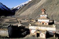 Nepal - Region du Dolpo - Chörten ou stupa bouddhiste au village de Do Tarap à 4000 m d'altitude
