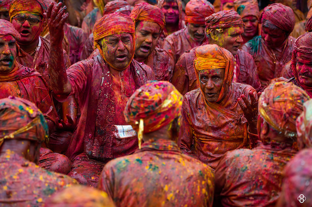 The devotees drenched in colors, singing the hoil songs of Braj mandal. <br /> <br /> Nikon D4s | Nikkor 70-200 | f3.5 | 1/250 | ISO200<br /> <br /> www.subodhshetty.com