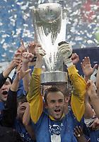 Davide Taini jubelt mit dem Pokal. © Valeriano Di Domenico/EQ Images