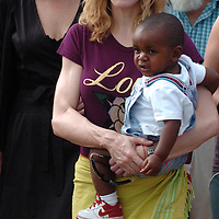 MALAWI, AFRICA:.Madonna and baby David visit Mphandula on day four of their visit to Malawi on 19/April/07..PHOTOGRAPH BY TERRY KANE/ BARCROFT MEDIA LTD.+ 44 (0) 208 880 4977 www.barcroftmedia.com