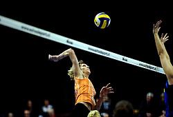 19-04-2008 VOLLEYBAL: AMVJ - DELA MARTINUS: AMSTELVEEN<br /> Martinus wint ook de derde wedstrijd in de best of 7 en is nog een overwinning verwijderd van het landskampioenschap / Ingrid Visser<br /> &copy;2008-WWW.FOTOHOOGENDOORN.NL