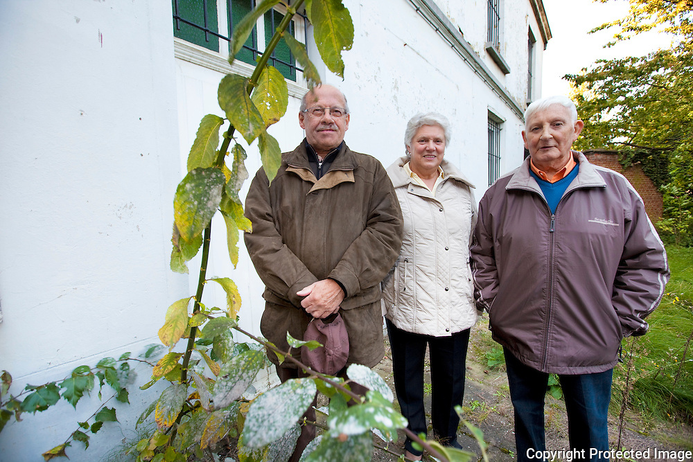 367659-Kerkfabriek klaagt verval pastorie aan-Godts Jos, Meuris Maria en Réne Van Loo-Pastorie Hallaar