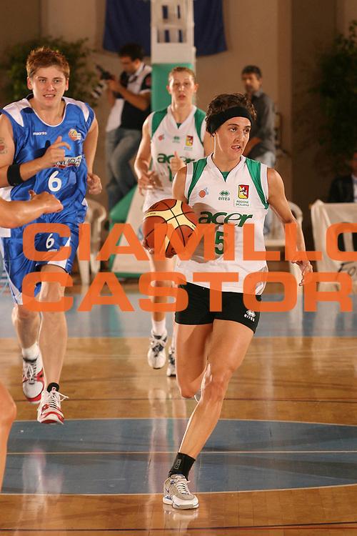 DESCRIZIONE : Cagliari Lega A1 Femminile 2006-07 Prima Giornata Trogylos Priolo Maddaloni Basket <br /> GIOCATORE : Bonfiglio Susanna <br /> SQUADRA : Trogylos Priolo <br /> EVENTO : Campionato Lega A1 2006-2007 Prima Giornata <br /> GARA : Trogylos Priolo Maddaloni Basket <br /> DATA : 08/10/2006 <br /> CATEGORIA : Palleggio <br /> SPORT : Pallacanestro <br /> AUTORE : Agenzia Ciamillo-Castoria/S.D'Errico