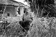 Campi, Italia - La signora Maria, abitante del piccolo paese di Campi. Il suo peseino &egrave; stato devastato dal terremoto.<br /> Ph. Roberto Salomone