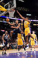 27 March 2007: Guard Dahntay Jones of the Memphis Grizzlies lays the ball up against the Los Angeles Lakers during the first half of the Grizzlies 88-86 victory over the Lakers at the STAPLES Center in Los Angeles, CA.