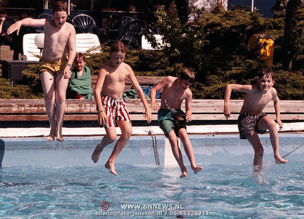 Opening zwemseizoen 1999 zwembad de Sijsjesberg