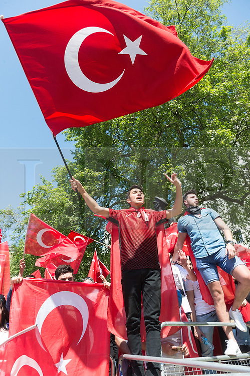 © Licensed to London News Pictures. 15/05/2018. Pro Turkish supporters stage a rally in Whitehall as President of Turkey Recep Tayyip Erdoğan meets Briitsh Prime Minister Theresa May at No.10 Downing St during a three day visit to the UK. London, UK. Photo credit: Ray Tang/LNP