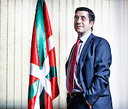 Patxi Lopez, the recently elected president of the Basque Country poses in his office on Friday, April 24th, 2009 in Bilbao, Basque Country, Spain. Photographer: Markel Redondo/Fedephoto.com pour Le Monde.