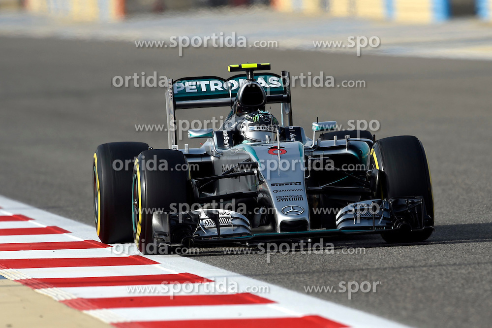 18.04.2015, International Circuit, Sakhir, BHR, FIA, Formel 1, Grand Prix von Bahrain, Qualifying, im Bild Nico Rosberg (GER) Mercedes AMG F1 W06 // during Qualifying of the FIA Formula One Bahrain Grand Prix at the International Circuit in Sakhir, Bahrain on 2015/04/18. EXPA Pictures &copy; 2015, PhotoCredit: EXPA/ Sutton Images/ Jerry Andre<br /> <br /> *****ATTENTION - for AUT, SLO, CRO, SRB, BIH, MAZ only*****