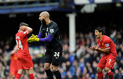 Everton's Tim Howard motivates his defence - Photo mandatory by-line: Dougie Allward/JMP - Tel: Mobile: 07966 386802 23/11/2013 - SPORT - Football - Liverpool - Merseyside derby - Goodison Park - Everton v Liverpool - Barclays Premier League