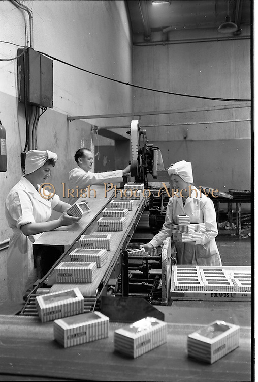 09/08/1962<br /> 08/09/1962<br /> 09 August 1961<br /> Poland's Bakery feature, interiors of Bolands factory, Grand Canal Street, Dublin. View of the packaging line.