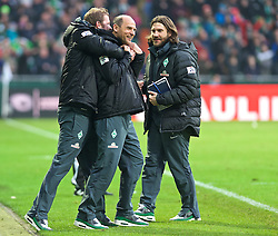 14.02.2015, Weserstadion, Bremen, GER, 1. FBL, SV Werder Bremen vs FC Augsburg, 21. Runde, im Bild Viktor Skripnik (Cheftrainer SV Werder Bremen) beim Jubel nach dem Abpfiff, hier umarmt von Florian Kohfeldt (Co-Trainer SV Werder Bremen), Torsten Frings (Co-Trainer SV Werder Bremen) rechts // during the German Bundesliga 21th round match between SV Werder Bremen and FC Augsburg at the Weserstadion in Bremen, Germany on 2015/02/14. EXPA Pictures © 2015, PhotoCredit: EXPA/ Andreas Gumz<br /> <br /> *****ATTENTION - OUT of GER*****