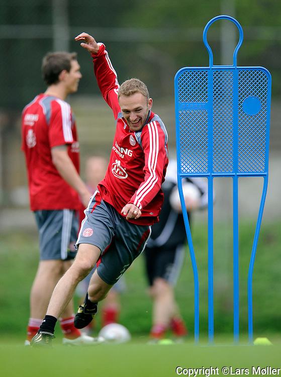DK:<br /> 20100519, Vedb&aelig;k, Danmark:<br /> Fodbold landsholdet tr&aelig;ner: <br /> Dennis Rommedahl (DEN)<br /> Foto: Lars M&oslash;ller<br /> UK: <br /> 20100519, Vedb&aelig;k, Danmark:<br /> Fodbold landsholdet tr&aelig;ner: <br /> Dennis Rommedahl (DEN)<br /> Photo: Lars Moeller