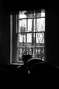 "Henley On Thames, Oxfordshire, General View, ""The Red Lion Hotel"", View through the bar window,  Henley Bridge. Thursday  16.02.2016. © Peter SPURRIER<br /> <br /> Leica Camera AG - LEICA M (Typ 262) - mm - 1/250/sec - f1.2 - ISO, 100 4.9MB"