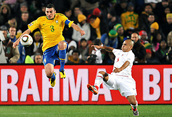 28.06.2010, Ellis Park Stadium, Johannesburg, RSA, FIFA WM 2010, Brazil (BRA) vs Chile. (CHI), im Bild Lucio (Brasile) e Humberto Suazo (Cile). EXPA Pictures © 2010, PhotoCredit: EXPA/ InsideFoto/ Giorgio Perottino +++ for Austria and Slovenia only +++ / SPORTIDA PHOTO AGENCY
