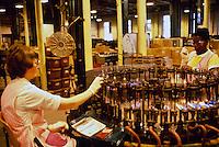 Lamp manufacture, Thorn Lighting, Preston. 25-06-1987.