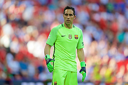 LONDON, ENGLAND - Saturday, August 6, 2016: FC Barcelona's goalkeeper Claudio Bravo in action against Liverpool during the International Champions Cup match at Wembley Stadium. (Pic by David Rawcliffe/Propaganda)