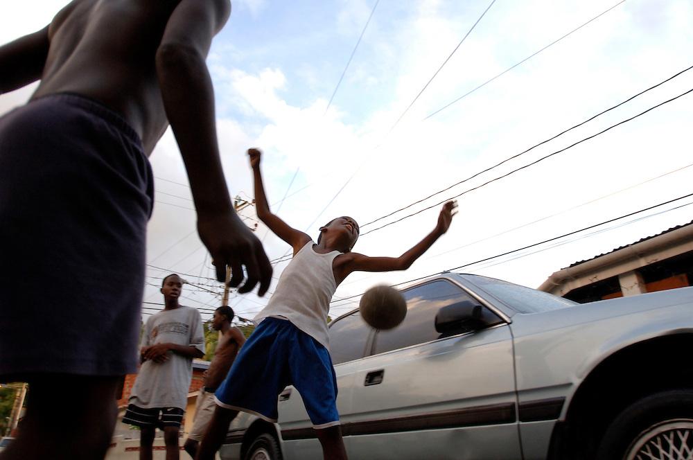 Trinidad & Tobago, Port of Spain, football, soccer, World Cup; The National Football Team, the Soca Warriors, of this tiny nation of 1.3 qualified for the 2006 World Cup in Germany. In Cocorite, a suburb of Trinidad's capital Port of Spain, every child kicks the ball during free time. .German: Trinidad & Tobago, Port of Spain, Karibik, Fussball, Fussballspieler, Fussballweltmeisterschaft, WM, Die National Mannschaft von T&T, die 'Soca Warriors', hat sich als kleinste Nation fuer die Teilnahme an der WM 2006 qualifiziert. In Cocorite, einem Vorort der Haupstadt Port of Spain, kickt jedes Kind..
