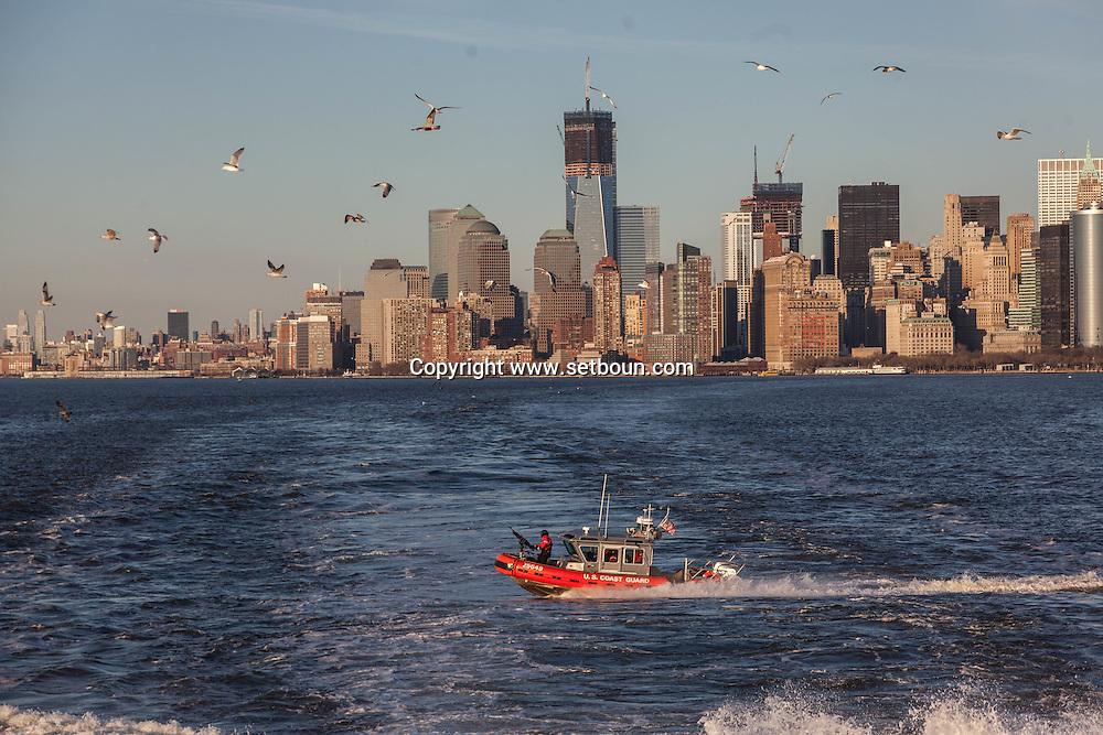New york Downtown Manhattan skyline  view from the sea   /  dowtown Manhattan vue depuis la mer /  dowtown Manhattan vue depuis la mer