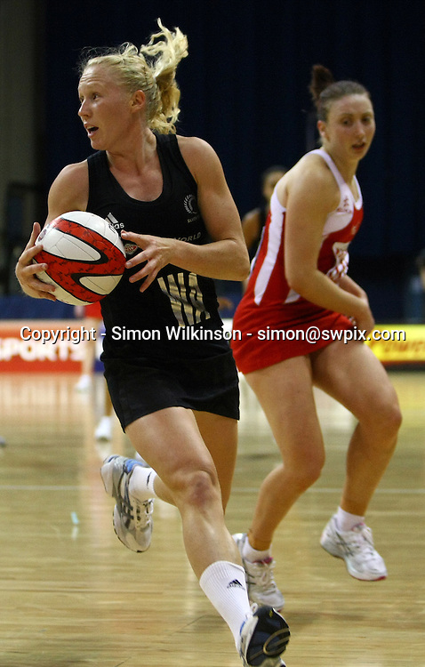 PICTURE BY VAUGHN RIDLEY/SWPIX.COM...Netball - International Netball Series - England v New Zealand - Capital FM Arena, Nottingham, England - 17/01/11...New Zealand's Laura Langman.