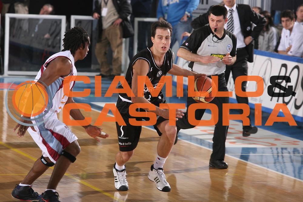 DESCRIZIONE : Rieti Lega A1 2007-08 Solsonica Rieti VidiVici Virtus Bologna <br /> GIOCATORE : Massimo Bulleri <br /> SQUADRA : VidiVici Virtus Bologna <br /> EVENTO : Campionato Lega A1 2007-2008 <br /> GARA : Solsonica Rieti VidiVici Virtus Bologna <br /> DATA : 29/03/2008 <br /> CATEGORIA : Palleggio<br /> SPORT : Pallacanestro <br /> AUTORE : Agenzia Ciamillo-Castoria/G.Ciamillo