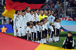 03.03.2010, Allianz Arena Muenchen, Muenchen, GER,  Laenderspiel Deutschland ( GER ) - Argentinien ( ARG ) 0 - 1. Im Bild: Die Teams vor dem Spiel. EXPA Pictures © 2010, PhotoCredit: EXPA/ nph/  Kurth / for Slovenia SPORTIDA PHOTO AGENCY.